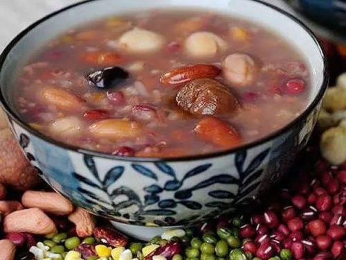 腊八节市区多个社区形式多样 为居民上门送粥