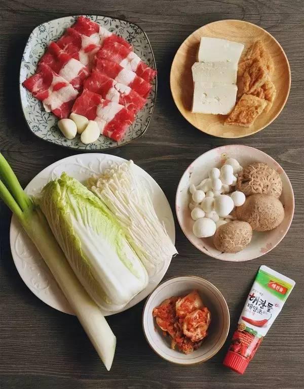 超赞的韩式菌菇肥牛暖锅做法,味道鲜美学起来吧