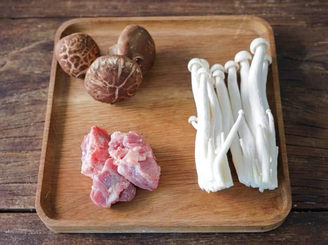 菌菇骨头汤的做法,营养美味!