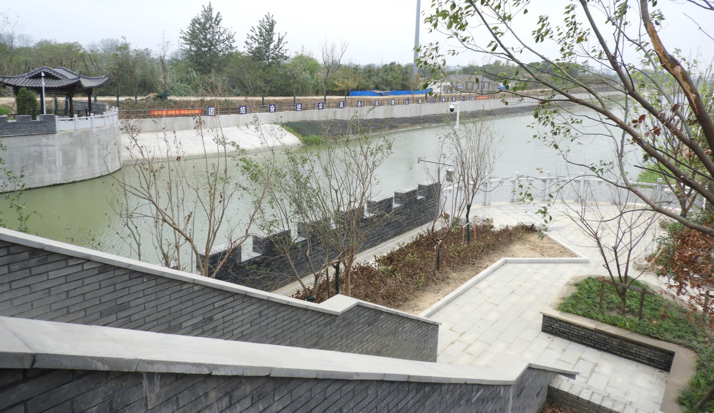漂亮吗?槐泗河现廊道闸桥在扬州还不多见