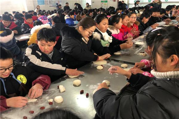 陈俊学校开展年蒸文化体验活动