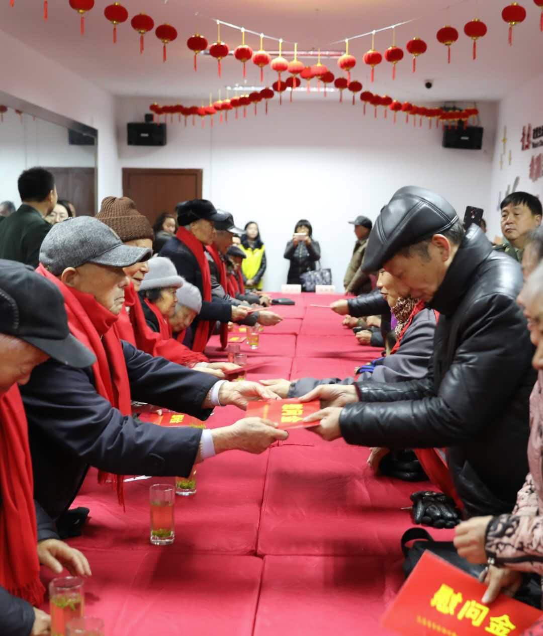 江苏省军区扬州第一干休所老干部慰问群众