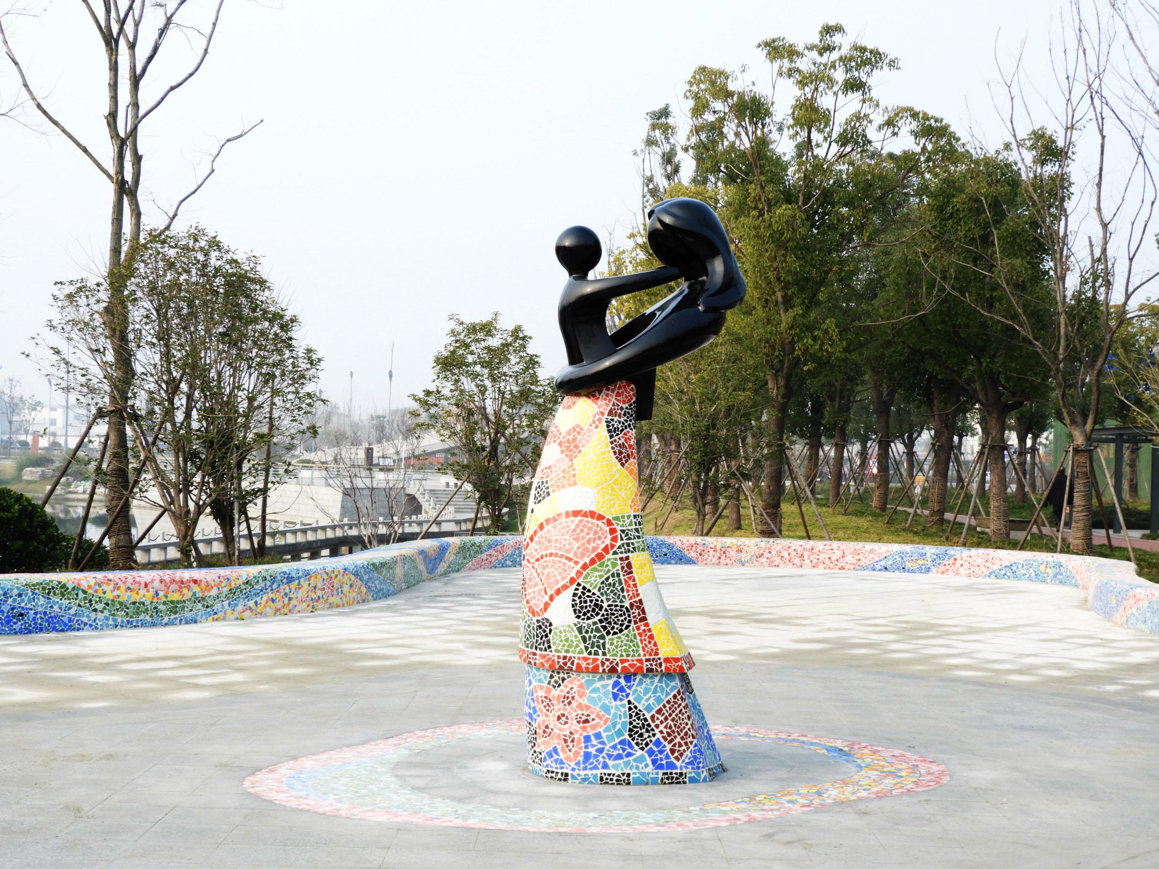 七里河公园添亲子雕塑马赛克风格 灵感来自遥远的西班牙