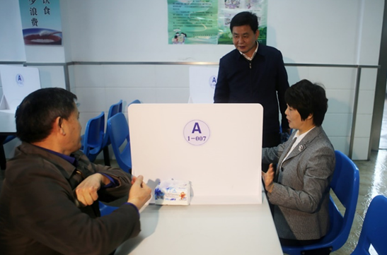 市长张宝娟赴扬中专题调研疫情防控和开学工作