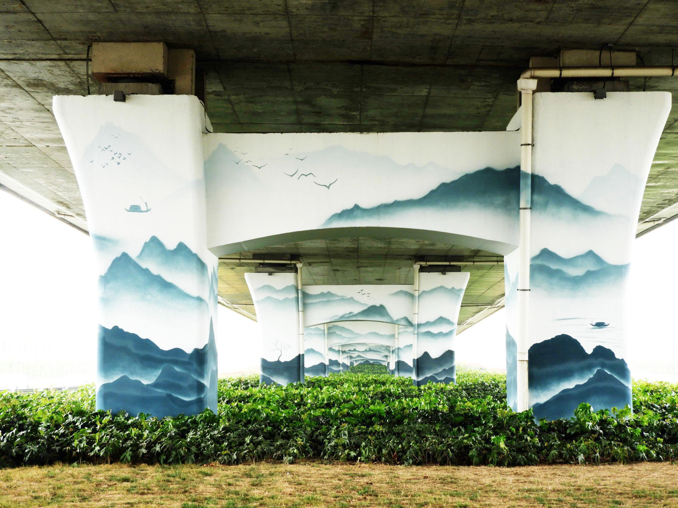 扬州首个彩绘立交桥