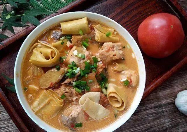 夏天吃鱼,我家就爱这样煮一锅,汤鲜肉嫩