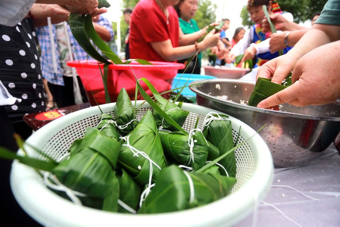 包粽子比赛 喜迎端午节