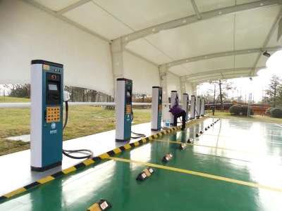 扬州新能源车主 快看点点手机即可就近充电