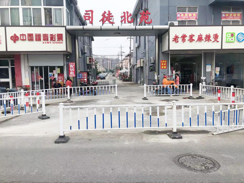 司徒北苑出入口路面破损 现场路面已修复