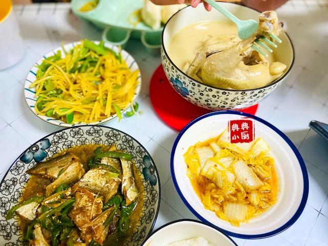 整只鸡汤喝起来更美味,食补提高抵抗力更佳