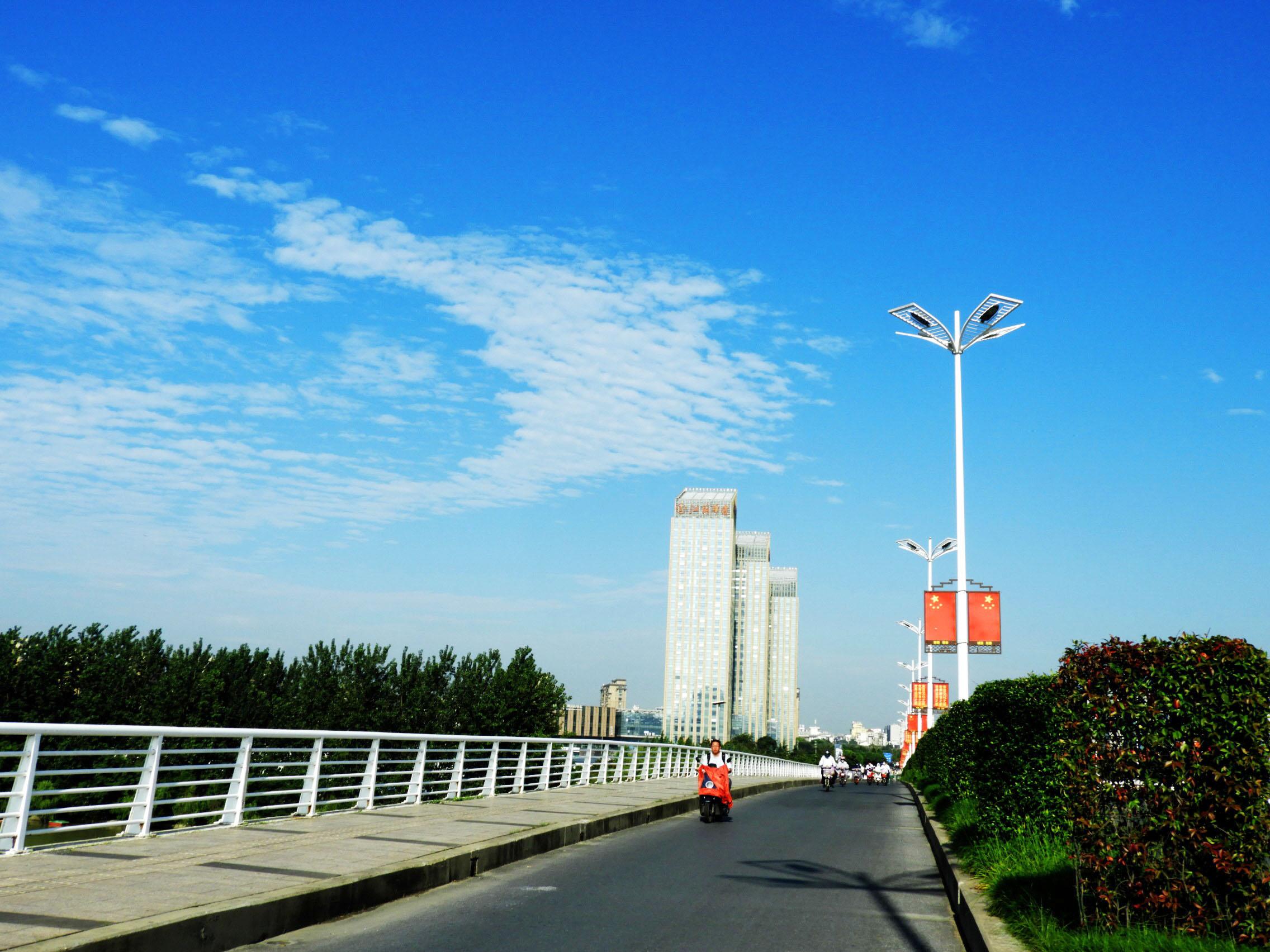 扬州8月高温与台风雷暴齐飞,炎热和潮湿同在
