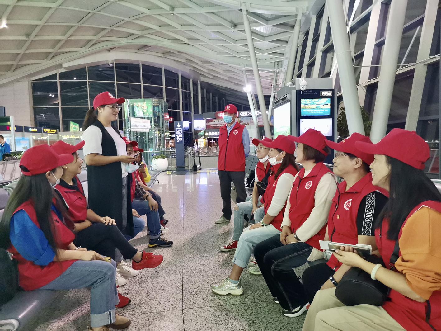 爱心书屋揭牌 扬州18名志愿者踏上西藏之旅