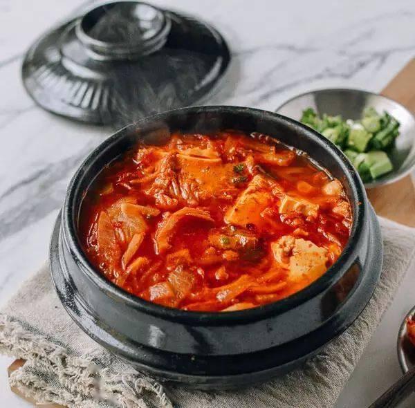 五分钟教你做一道,泡菜豆腐汤!好吃又开胃!