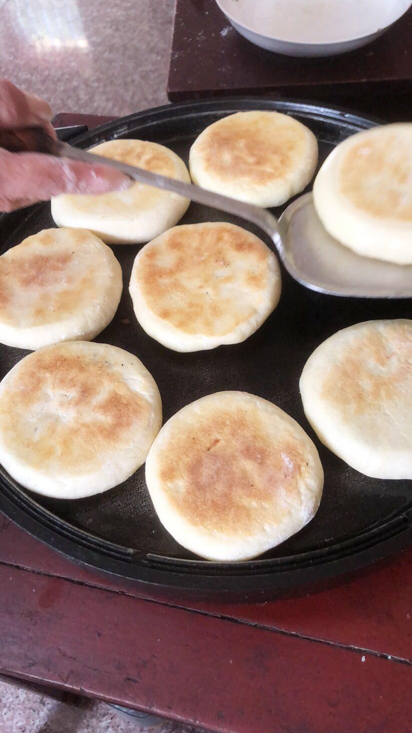 做烧饼啦!中秋将至扬州人有做烧饼的习俗