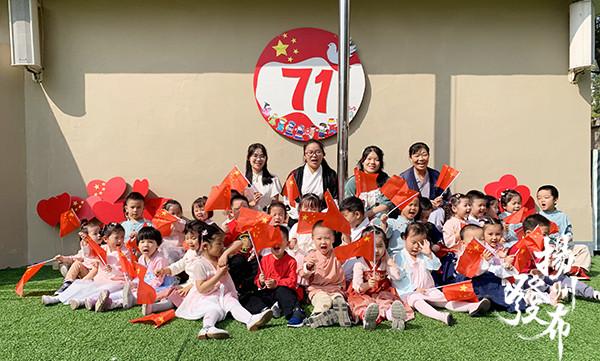 穿汉服 背唐诗……一群萌娃这样了解中秋传统文化