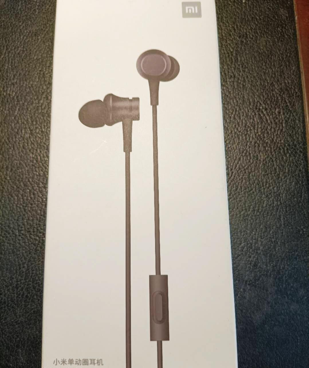 手机卖场赠送的耳机咋与约定的不一样?