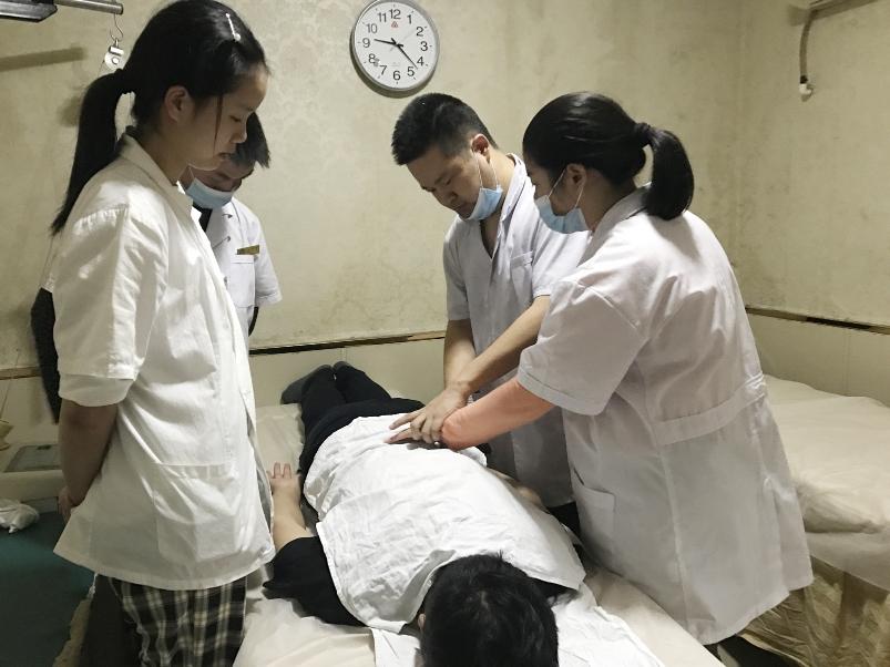 千里学艺!云南18岁盲女幸遇扬州按摩师