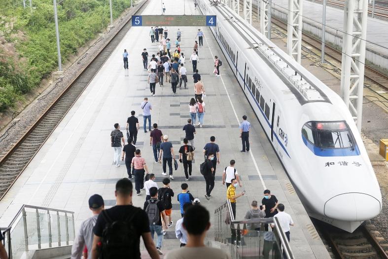 铁路上海站明起实行新列车运行图 扬州人以后可坐动车到深圳、黄山