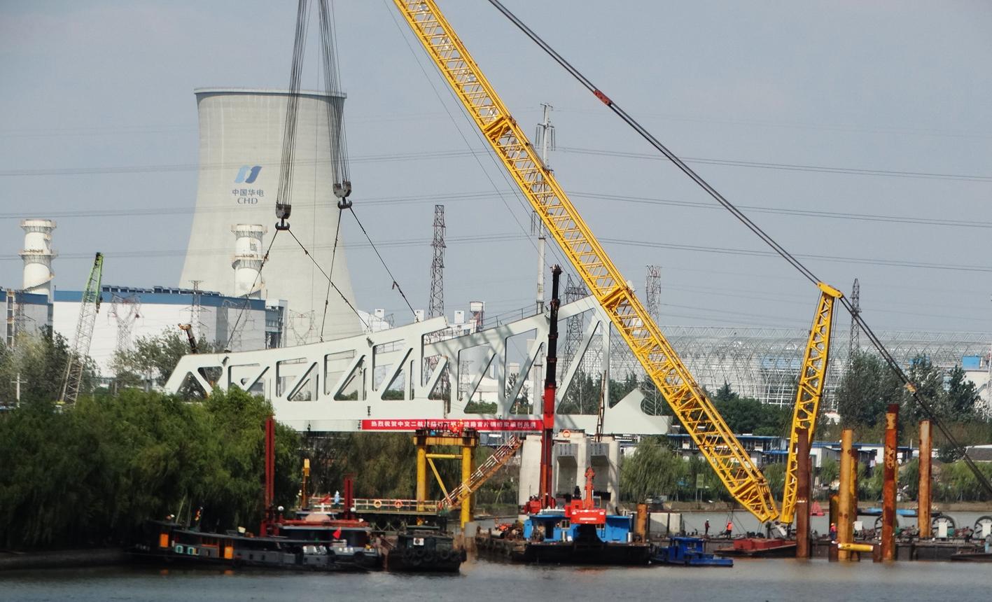 跨京杭运河大桥开始上部钢结构吊装