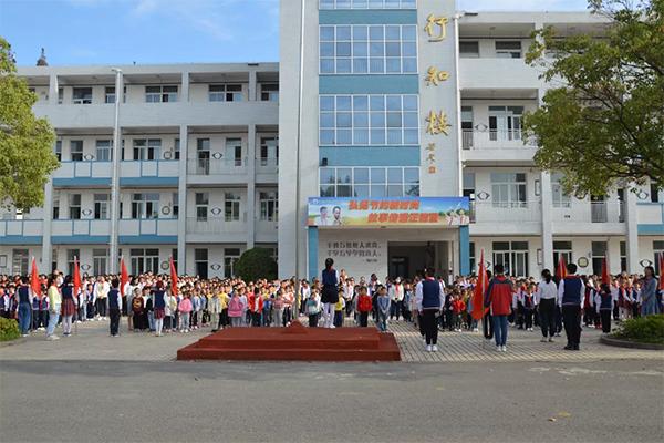 邗江区实验小学:先锋 在迎风飘扬的队旗上