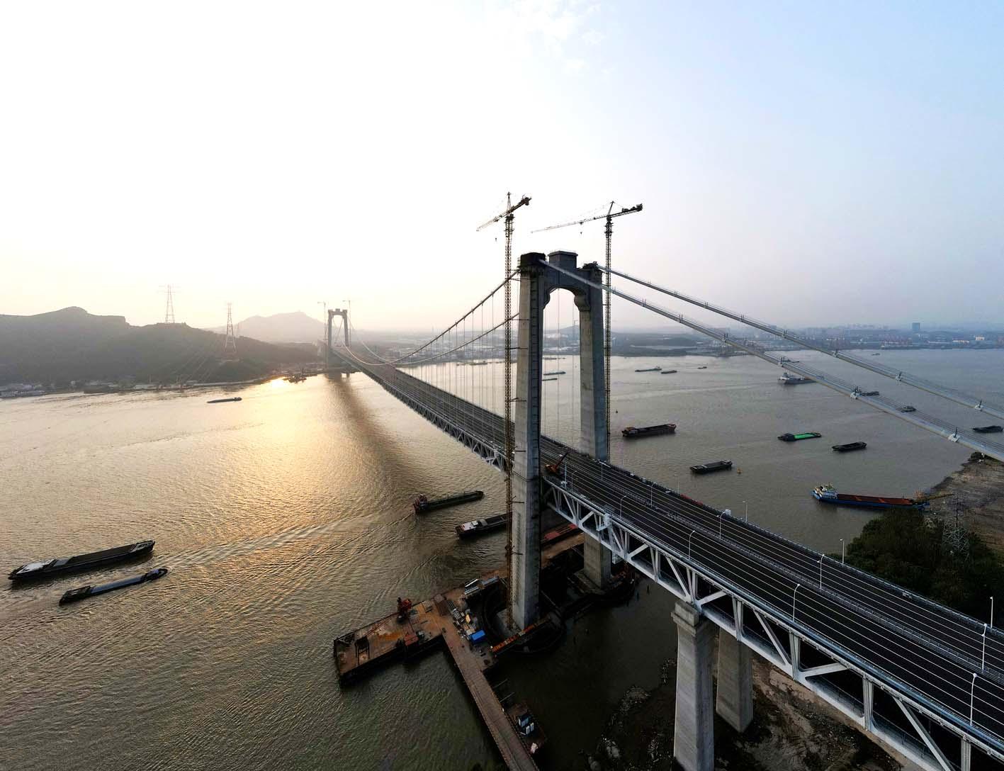 我国首座公铁两用悬索桥五峰山长江大桥将开通
