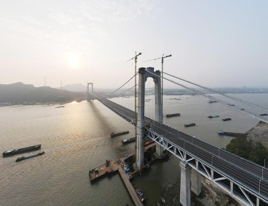 一桥飞架南北 静候高铁开通