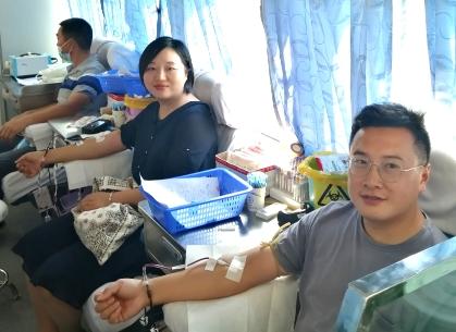 邗江大学生村官王磊携爱妻连续六年无偿献血