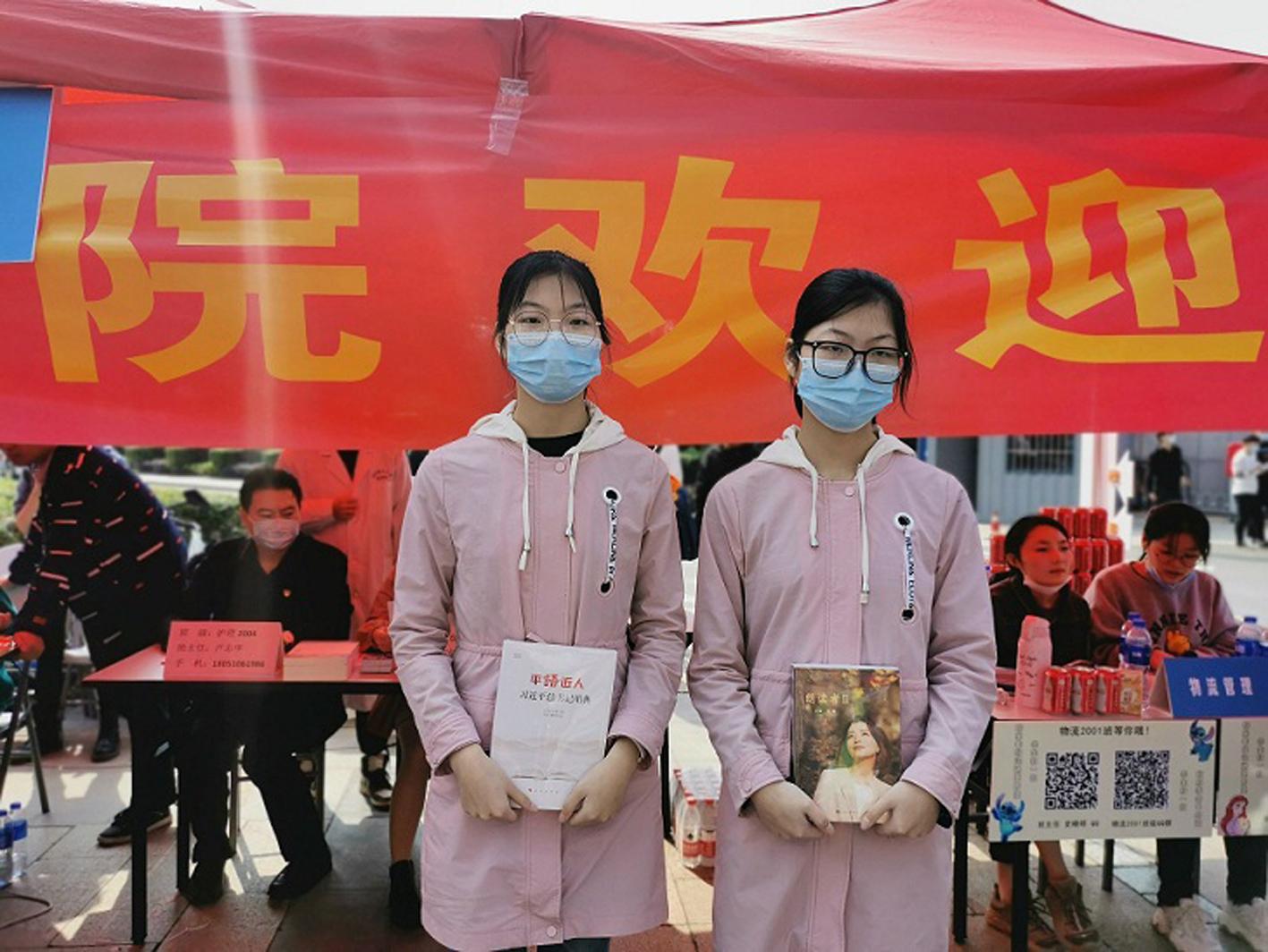 沿着父辈路,泰州这对双胞胎姐妹来扬学医