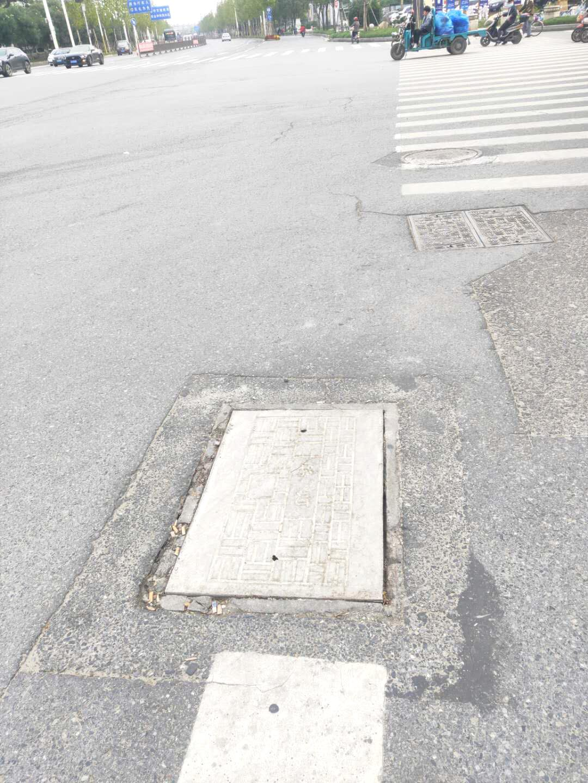 联谊路与江阳东路十字路口西南侧井盖已换新