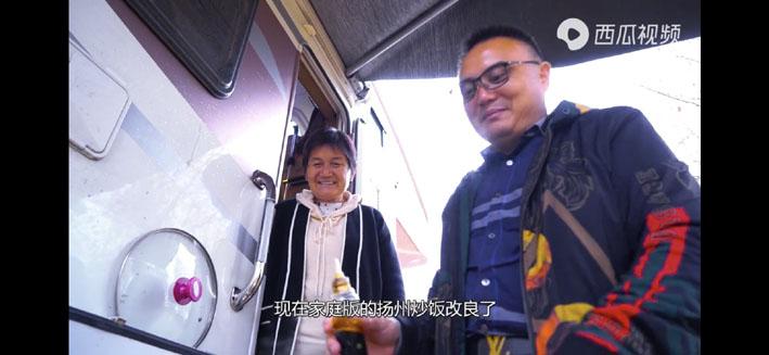 """扬州70后放弃百万年薪 """"带着老妈游中国"""""""