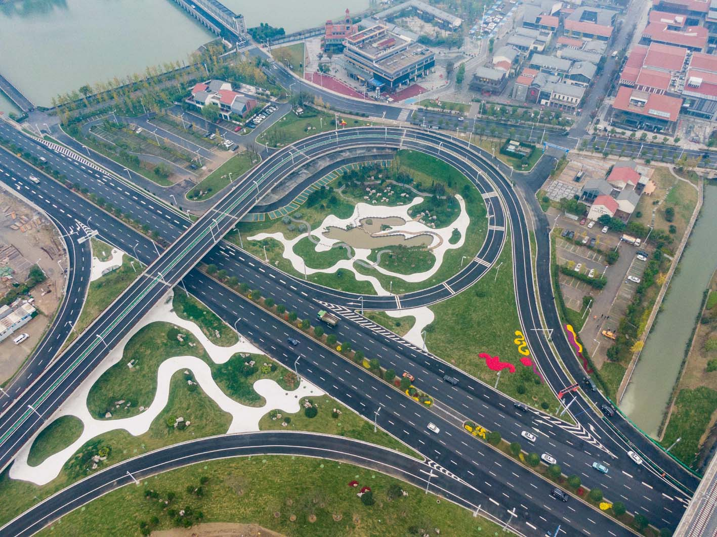 """扬州东站""""一桥六路""""配套路网正式竣工通车"""