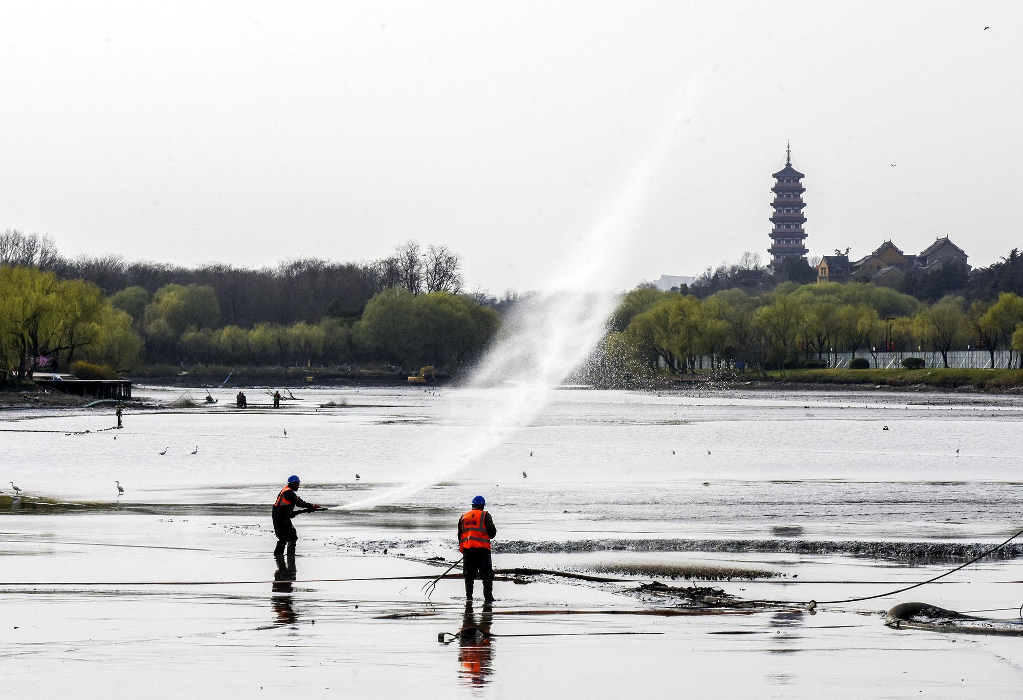 蜀冈-瘦西湖风景区二期清淤工程正式开始