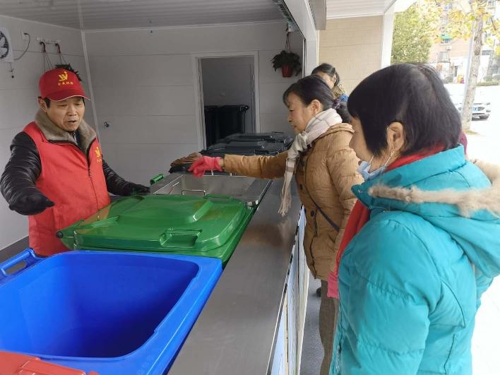 环境改善明显 居民主动要求建立垃圾分类收集点