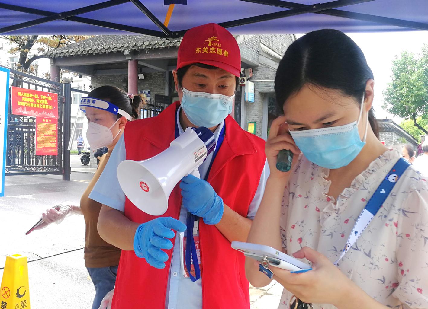 市民观察团志愿者协助核酸检测工作