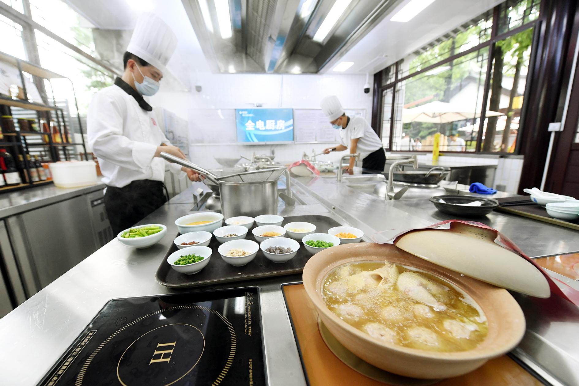 """扬州助力西藏打造""""全电绿色厨房"""""""