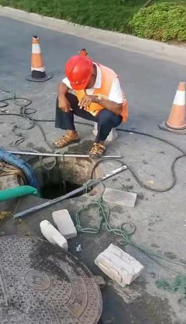 小区景观河被排污水江都区住建局已要求施工单位清理