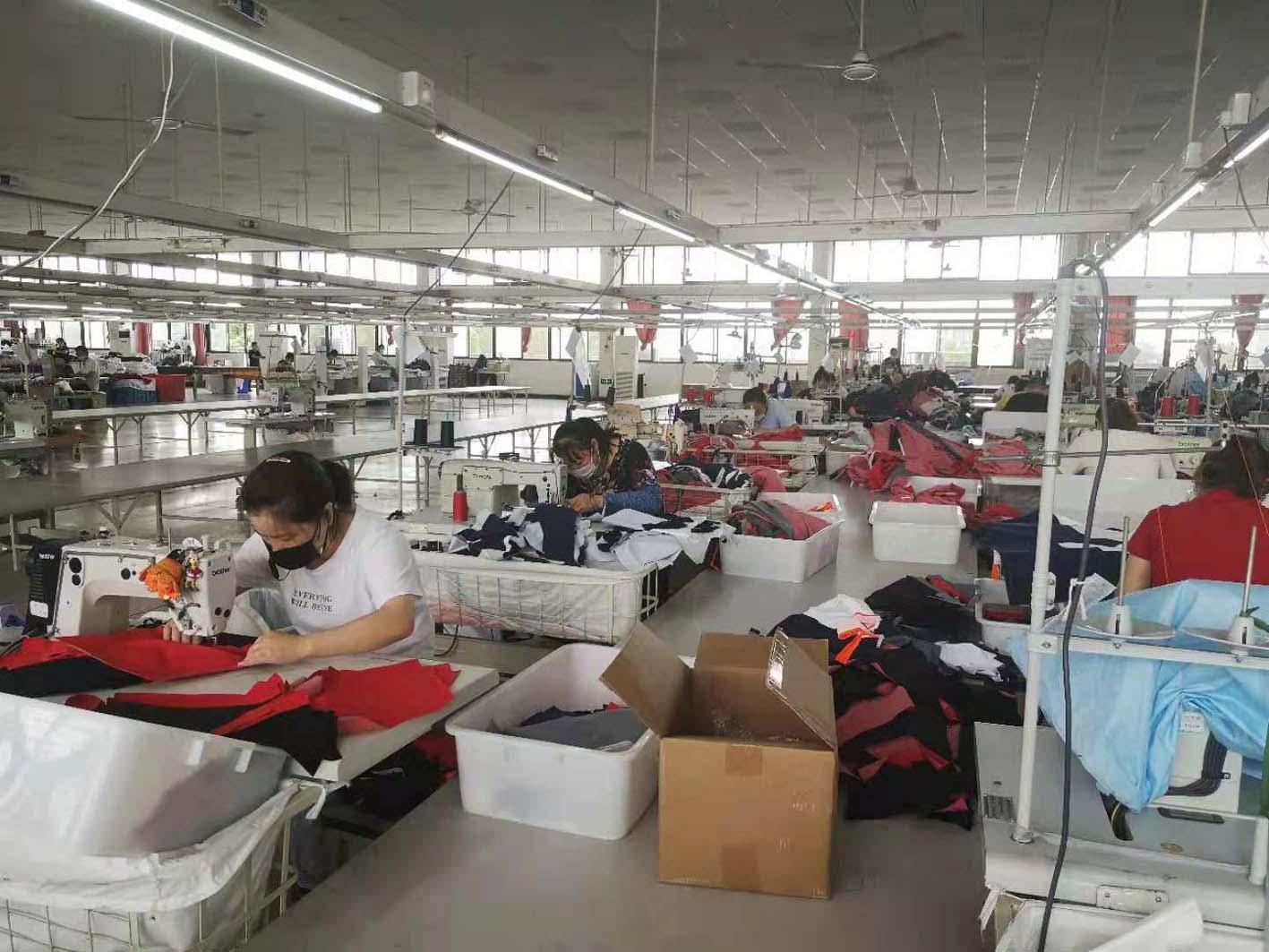 复工复产提升产能阿珂姆八千余件帐篷睡袋发往国外