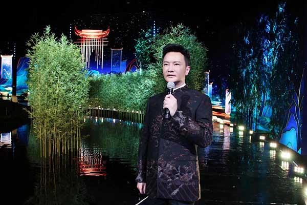 连续七年献唱央视中秋晚会,汤非演绎《新月照古城》
