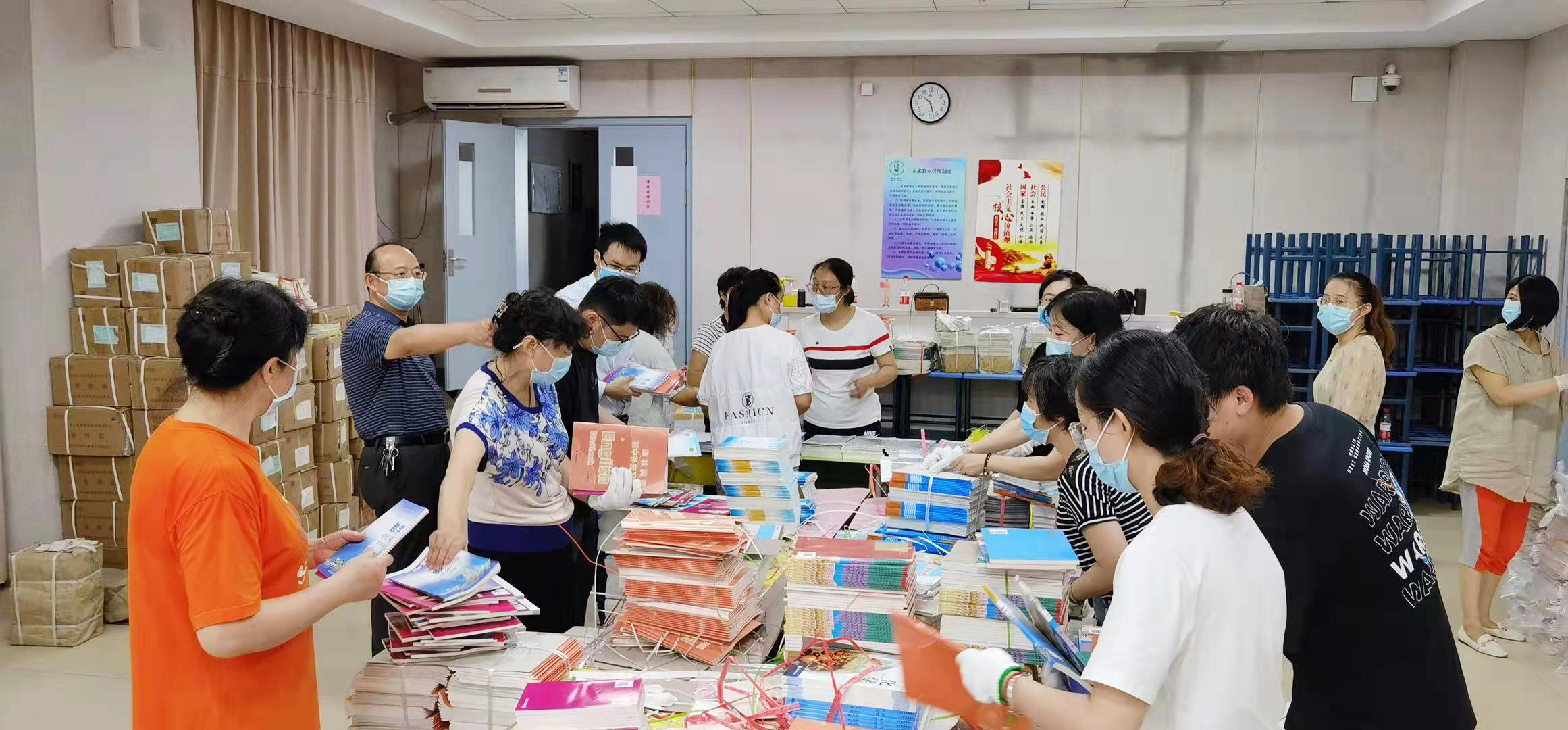 免费邮寄 分时段领取 扬州各学校有序发放新教材
