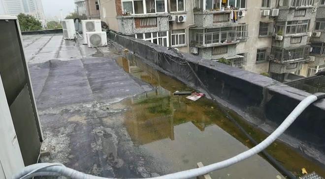 太吵了!饭店夜里从楼顶排水?