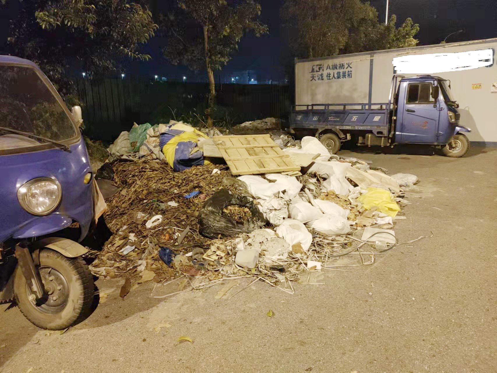 施井公园外有个垃圾堆曲江街道将安排人员清理