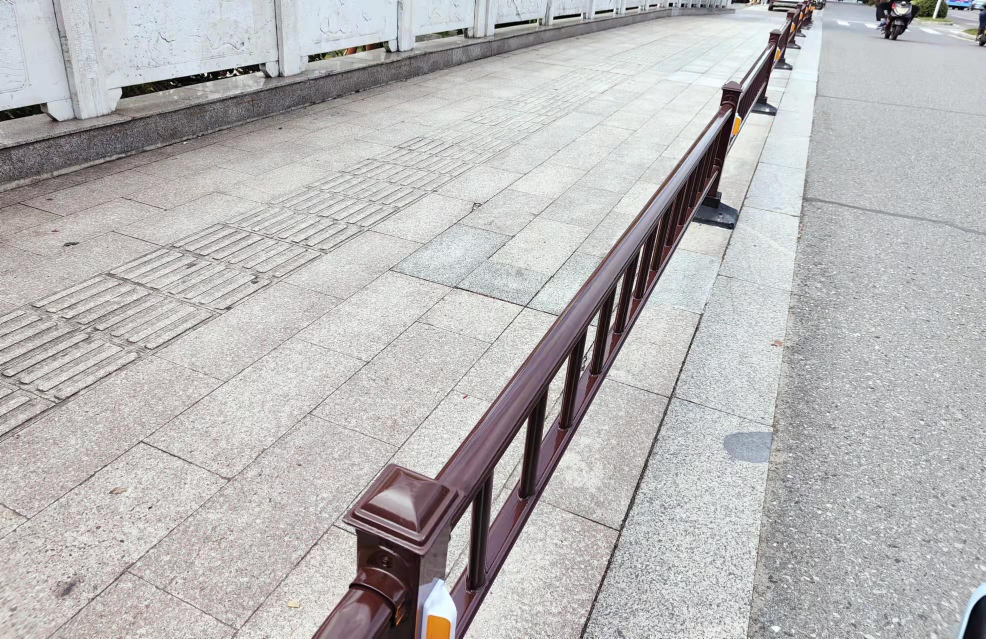 装上隔离栏 双虹桥通畅了
